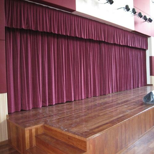 Còn đối với rèm sân khấu tại các nhà hát lớn, văn phòng cấp cao… bạn có thể bỏ thêm kinh phí để chọn may bằng chất liệu vải nhung Hàn Quốc cao cấp