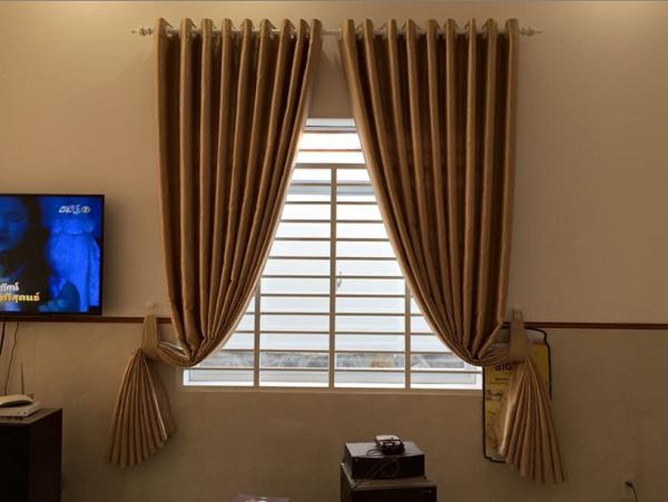 Sử dụng rèm cửa sổ là giải pháp hoàn hảo để hạn chế nhiệt độ trong phòng tăng cao vào mùa hè và giữ ấm vào mùa đông