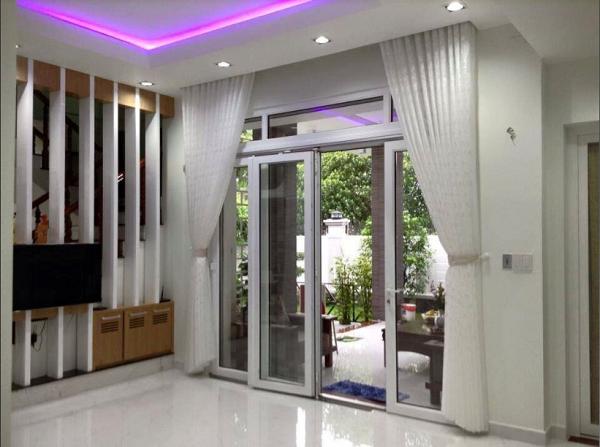 Bạn có thể nhờ nhân viên tư vấn của công ty để có thể chọn ra những mẫu rèm cửa phù hợp không gian nội thất và phong thủy của nhà mình